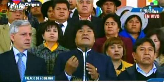 Evo Morales parle au peuple bolivien dès qu'il apprend le décès de Hugo Chavez, La Paz, 5 mars 2013.