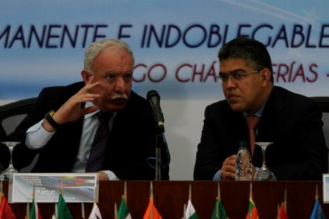 Les ministres des affaires étrangères de l'État de Palestine et de la République bolivarienne du Venezuela, Riad Malki et Elías Jaua, réunis à Caracas, le 17 avril 2013.