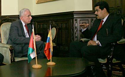 Le chancelier Riad Malki réuni avec le président vénézuélien Nicolas Maduro, Caracas, le 17 avril 2013.