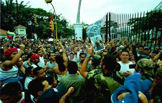 Caracas 13 avril 2002, le peuple descend dans la rue et fait échouer le coup d'État contre Hugo Chávez.
