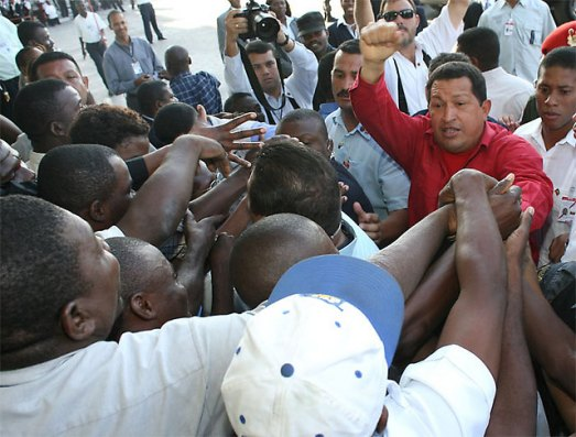 """A la rencontre des """"Jacobins noirs"""" haïtiens dont la révolution, la première des Amériques, permit à un Simón Bolívar défait de reprendre pied et de libérer l'Amérique Latine du joug colonial à la tête d'une armée de paysans et d'ex-esclaves."""