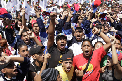 12 mars, à Caracas. Marche des étudiants du milieu populaire pour défendre les institutions démocratiques face aux violences de l'extrême droite.