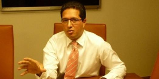 Eligio Cedeño est un banquier résidant à Miami, et qui a fui la justice vénézuélienne aprés avoir été mystérieusement blanchi de toutes les accusations d'escroquerie par la juge María Lourdes Afiuni.