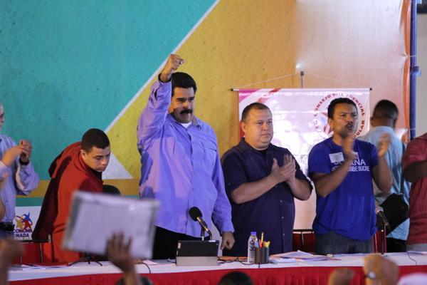 Nicolas Maduro, le 18 juillet, dans l'État de Lara, crée le conseil permanent présidence/communes.