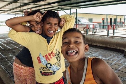 Niños-de-la-comuna-el-curarire-la-diversión