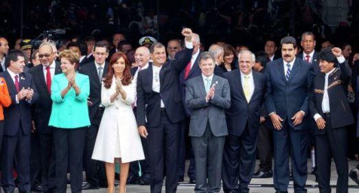 Inauguration du siège de l'UNASUR en Équateur (5 décembre 2014) en présence notamment des chefs d'État Horacio Cartes (Paraguay), Dési Bouterse (Surinam), José Mujica (Uruguay), Dilma Roussef (Brésil),Cristina Fernandez (Argentine), Rafael Correa (Équateur), Juan Manuel Santos (Colombie), Evo Morales (Bolivie), Nicolas Maduro (Venezuela), Michele Bachelet (Chili) ainsi que d'Ernesto Samper, ex-Président de la Colombie et Secrétaire Général de l'organisme.