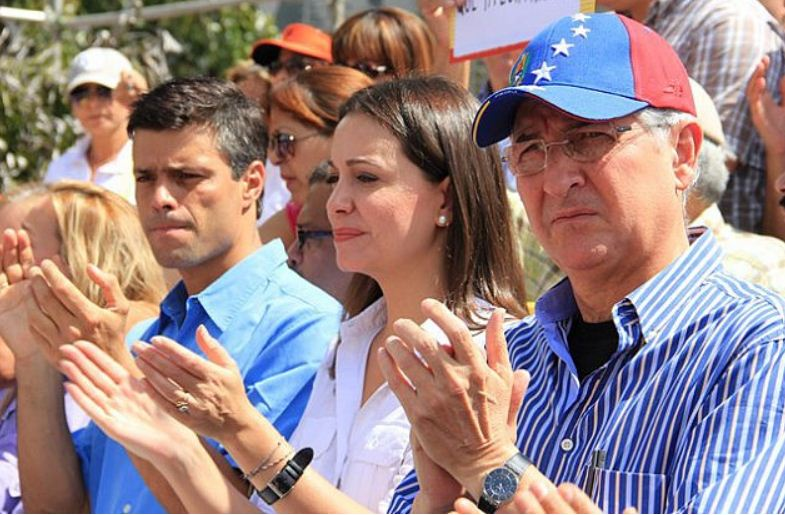 La droite radicale vénézuélienne, d'inspiration néolibérale et raciste, continue à préférer la voie violente à la voie électorale. Ici les multimillonaires Leopoldo Lopez, Maria Corina Machado et Antonio Ledezma, ams de l'ex-président Uribe, et soutenus par les Etats-Unis.