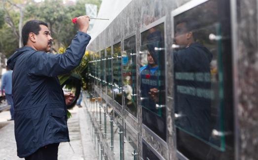 """Dimanche 1 mars 2015. Le président Maduro rend hommage aux victimes du massacre du """"Caracazo"""" du 27 février 1989."""