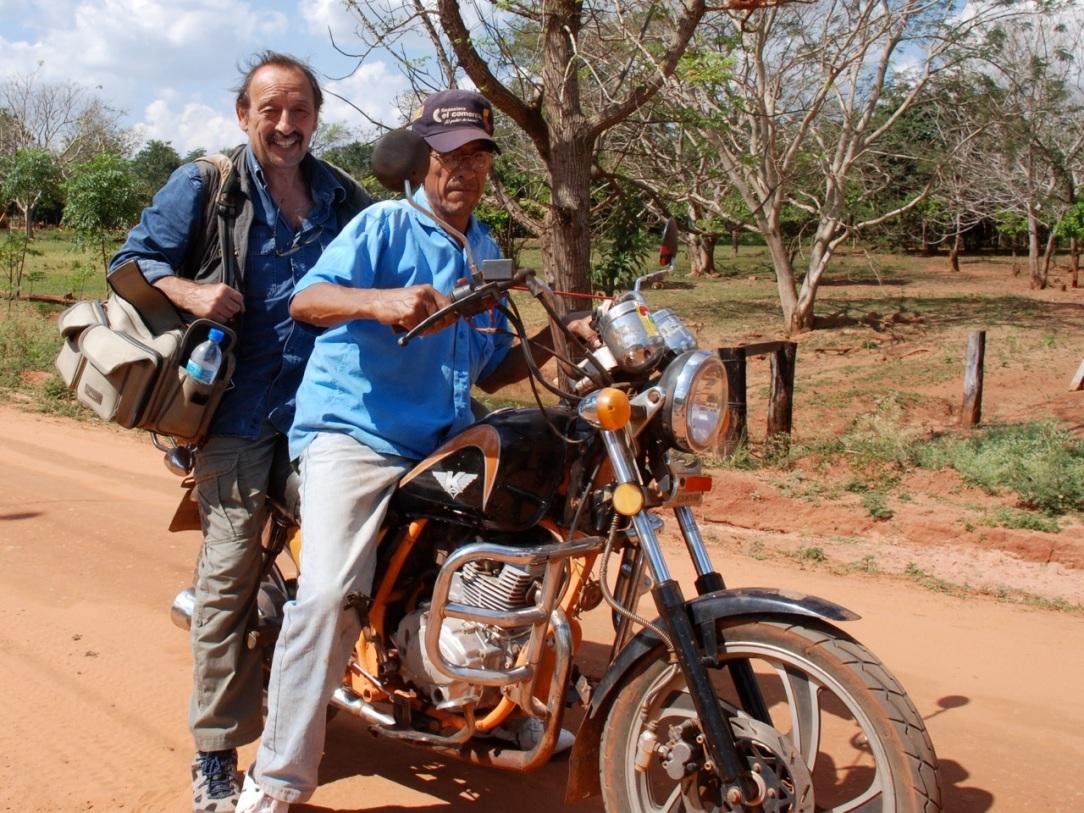 """Journaliste et ancien rédacteur en chef du Monde diplomatique, Maurice Lemoine (ici au Paraguay) couvre l'Amérique Latine depuis plus de quarante ans. Derniers ouvrages parus : """"Chávez  Presidente 1"""",  « Sur les eaux noires du fleuve », """"Cinq cubains á Miami"""" et """"Les enfatns cachés du général Pinochet"""""""