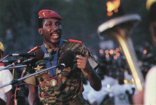 """Le président Thomas Sankara (1949-1987), leader de la révolution burkinabé . """"Je peux entendre le rugissement du silence des femmes""""."""