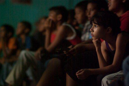 Ciné-club dans une commune du Venezuela (novembre 2015)
