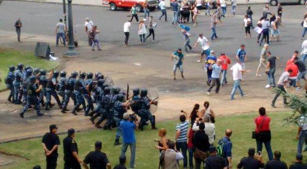 Argentine, janvier 2016: répression de travailleurs par le gouvernement Macri