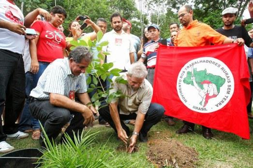 Visite de l'ex-président Lula à l'école de formation sociopolitique intégrale du Mouvement des Travailleurs Sans Terre et autres mouvements sociaux, Brasil janvier 2015.