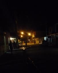 calle principal de noche