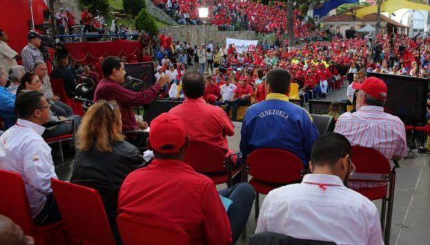 Venezuela: coup de projecteur sur les zones d´ombre médiatiques Maduro-junto-al-pueblo-1-768x438