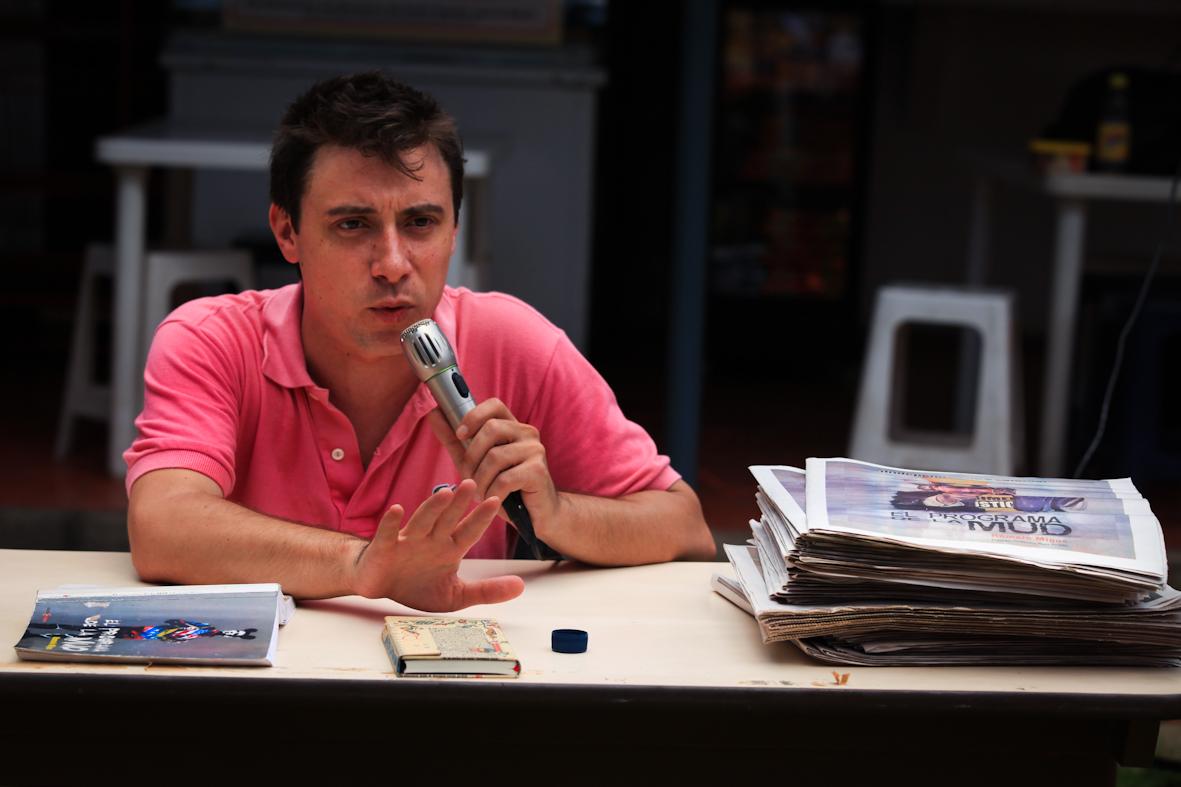 COMPENDIO CONVERSATORIO Y ENTREGRA DEL LIBRO EL PROGRAMA DE LA MUD CON EL AUTOR ROMAIN MIGUS ESCUELA DE DERECHO UCV 18-09-2012FOTOS MIGUEL GARCIA MOYA0023