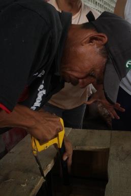 El carpintero trabajando