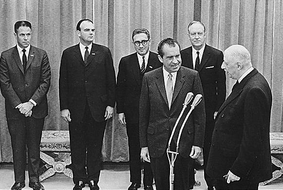 Nixon_and_de_Gaulle_30-0166a
