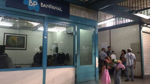 _98563578_banco