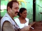 L'auteur: Maurice Lemoine, spécialiste de l'Amérique Latine depuis quarante ans, ex-rédacteur en chef du Monde Diplomatique. Ici dans un barrio populaire des hauteurs de Caracas, en 2003. Photo: Thierry Deronne